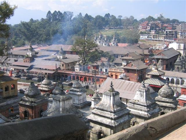>> A lire: Pourquoi le séisme au Népal a-t-il été si meurtrier? Associated Press rapporte que de nombreux temples sont aujourd'hui branlants. «Chaque fois que je viens prier, je ne suis pas sûr de ressortir en un seul morceau, témoigne Shanti .